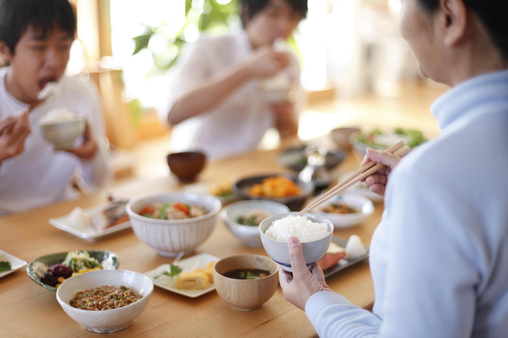 食育推進基本計画の目標は多くが未達成―「令和元年度食育白書」を公表