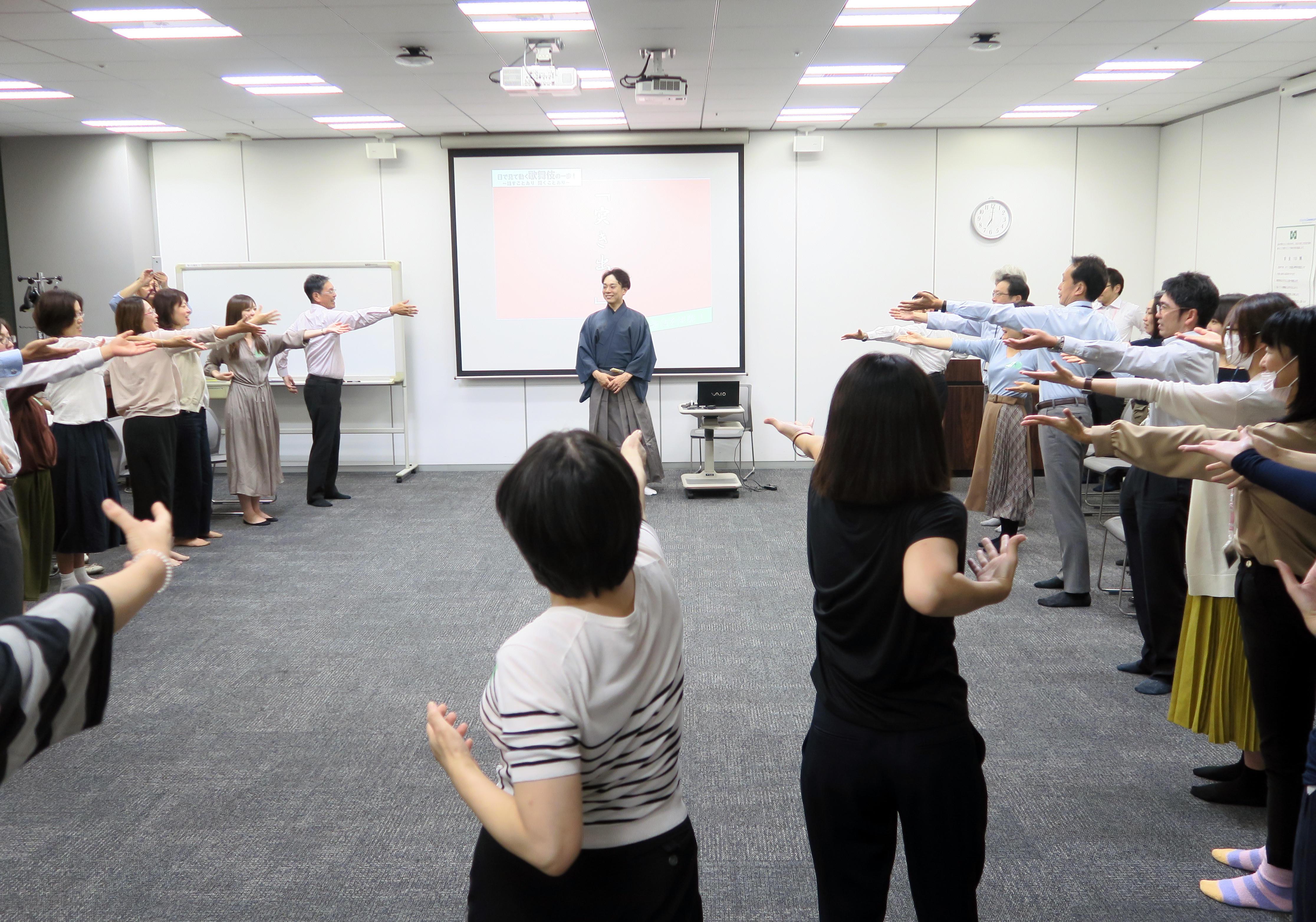 【イベントレポート】カリフォルニアプルーンと「なりきり歌舞伎体操」で健康増進!